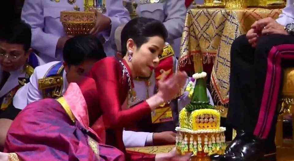 泰国一夫多妻 泰国国王公开纳妃,泰王室87年首次公开承认一夫多妻
