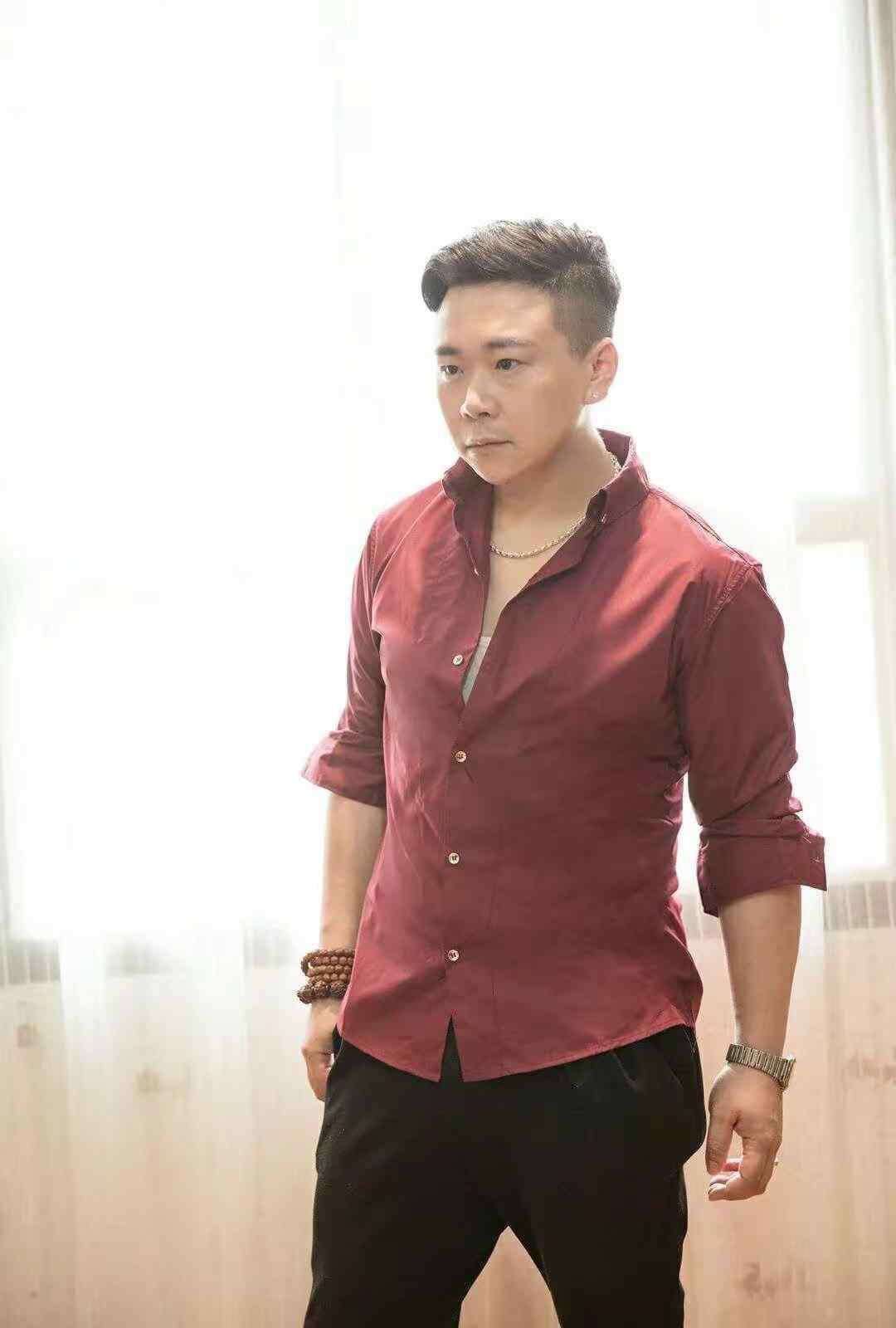 事出有姻 热!青年演员苏图浩俊成为辛蚁APP的最新代言人!